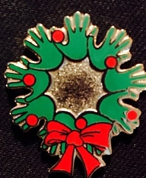 Pin – Holiday Hand Wreath
